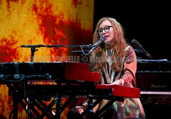 TORI AMOS